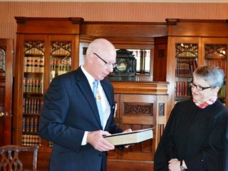 20150626 HE sworn in as Administrator of the Government of the Commonwealth of Australia 02
